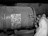 Spannbänder des Luftfilters lockern