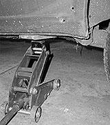 Auto mit Wagenheber anheben