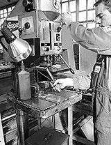 Säulenbohrmaschine im Einsatz