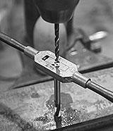 Gewinde Säulenbohrmaschine schneiden