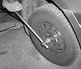Zentralmutter Mazda lösen
