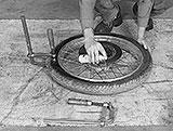 Reifen und Schraubzwinge