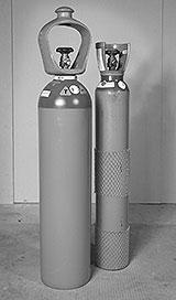 Zwei Schutzgas-Flaschen für MIG MAG