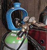Schutzgasflasche auf Schweissgerät
