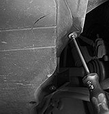 Motorraumabdeckung demontieren