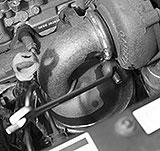Klemmschelle am Turbolader lösen