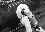 Mit Poliermaschine polieren