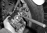 Belaghaltebolzen aus dem Bremssattel herausschlagen