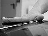 Schleifpapier Handhaltung