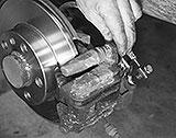 Bremssattel festschrauben
