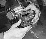 Bremssattel einbauen