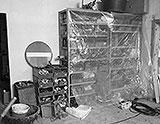 Stahl-Regal in der Werkstatt